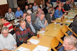 """Mit 78 Mitgliedern war das Vereinsheim der DJK Blau-Weiß Hildesheim """"proppe voll"""""""