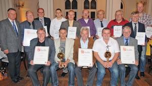 Ehrung SR-Vereinigung: Die Hildesheimer Schiedsrichter-Vereinigung hat ihre treuen Mitglieder für 20-, 30-, und 40jährige Zugehörigkeit ausgezeichnet. Ganz links: 1. Vorsitzender Walter Klußmann.