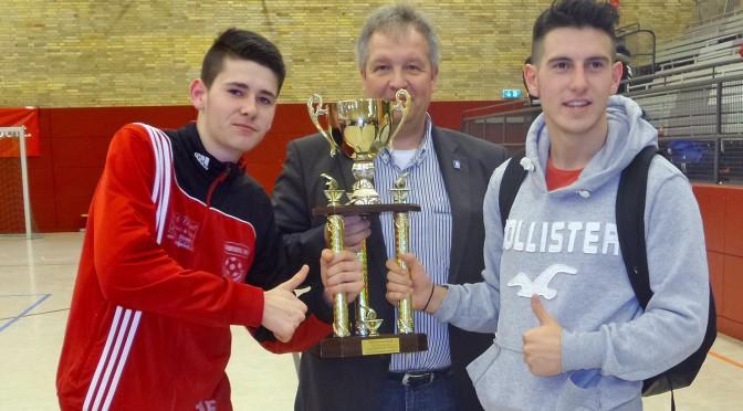 Hildesheimer Jung-Schiedsrichterauswahl gewinnt den Fairness-Cup