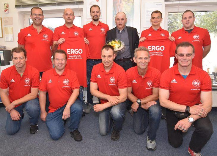 Übergabe Poloshirts von ERGO 2017
