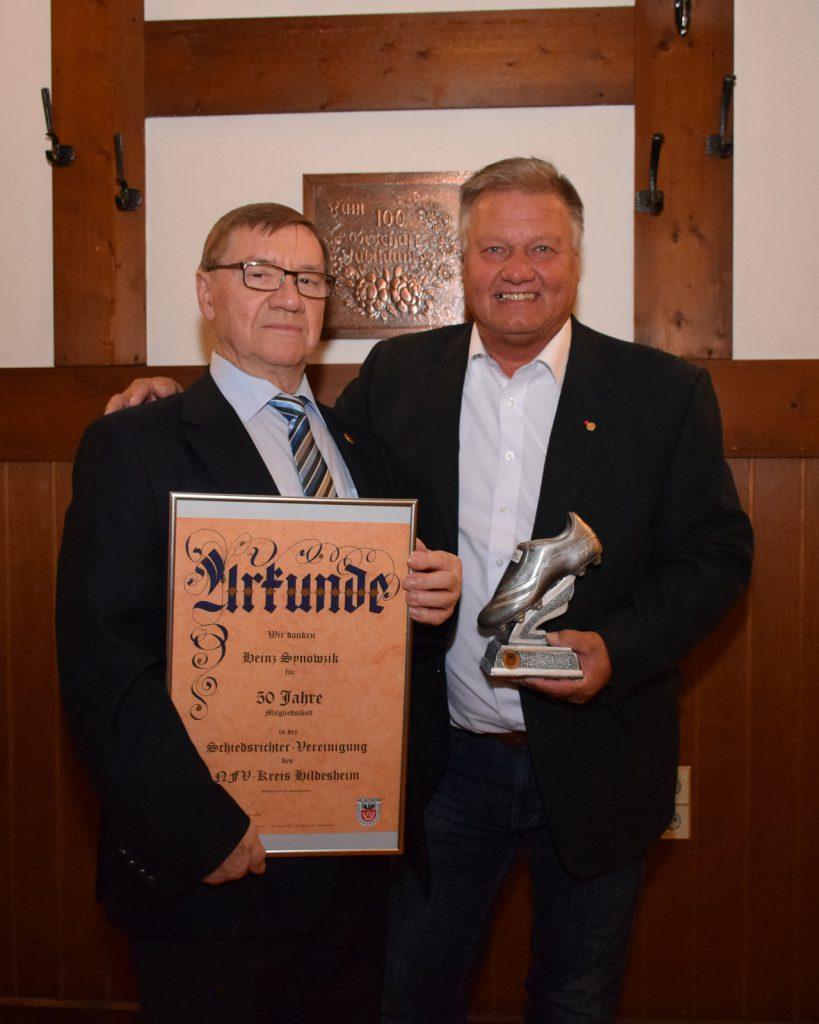 Für seine 50-Jährige Mitgliedschaft wurde Heinz Synowzyk durch Vorsitzender Walter Klußmann geehrt