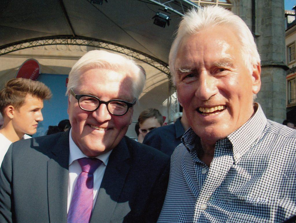 Bei einer Schiedsrichter-Veranstaltung in Berlin im Jahre 2016 traf Horst Becher auch den Bundespräsidenten Frank-Walter Steinmeier.